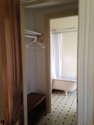 East closet to bath (1)